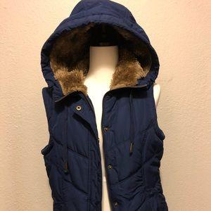 American Eagle Puffer Vest, Faux Fur Hood size M